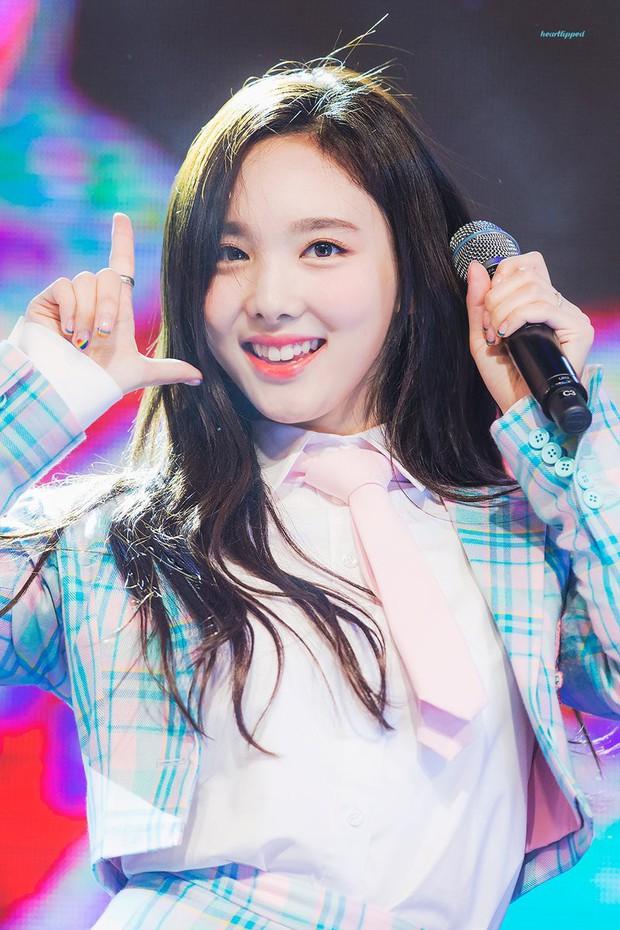 Top nữ idol Kpop hot nhất: Jennie lấy lại ngôi vương sau loạt phốt, nhưng 2 idol này mới gây sốt vì thứ hạng cao - Ảnh 5.