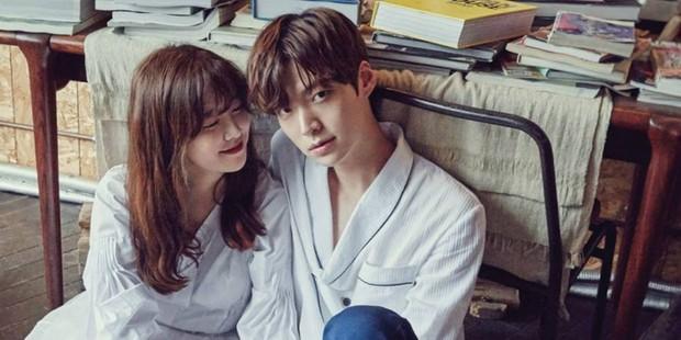 Muôn kiểu phim giả tình thật màn ảnh Hàn: Kẻ mặt dày cầm cưa, người tranh thủ cưới gấp - Ảnh 8.