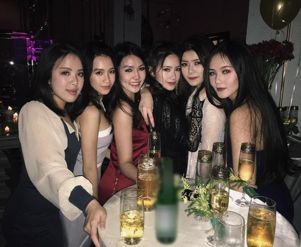 Hội bạn thân xinh đẹp, toàn du học sinh của 2 chị em hot girl Lào gốc Việt - Ảnh 18.
