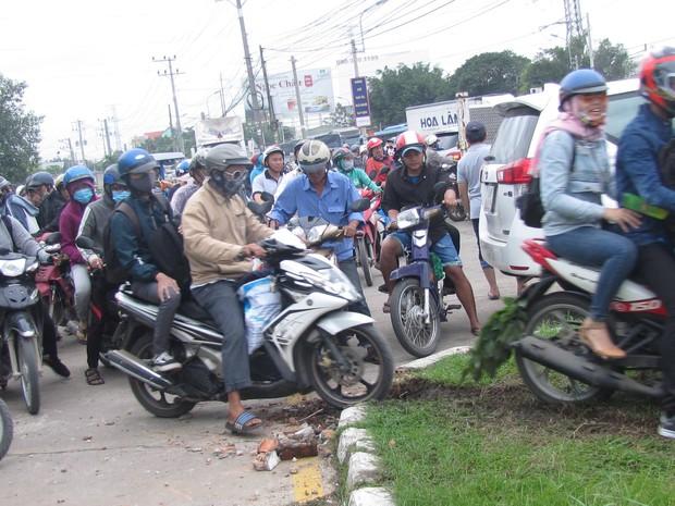 Sẽ khởi tố vụ tai nạn thảm khốc khiến ít nhất 20 người dừng đèn đỏ thương vong ở tỉnh Long An - Ảnh 3.