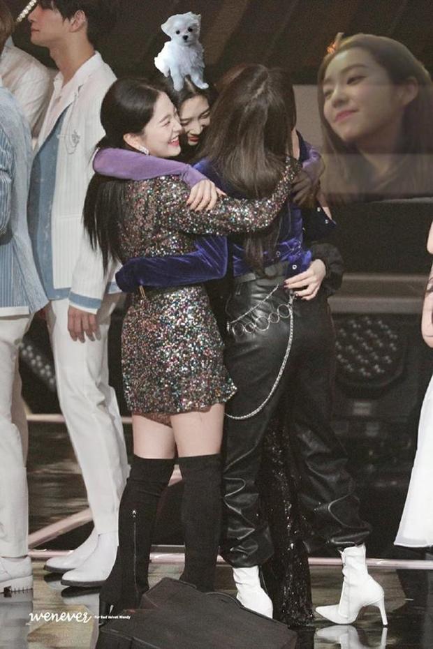 Red Velvet ôm nhau chụp ảnh thắm thiết mà thiếu chị cả Irene, đừng lo đã có fan ghép hộ đây rồi - Ảnh 6.