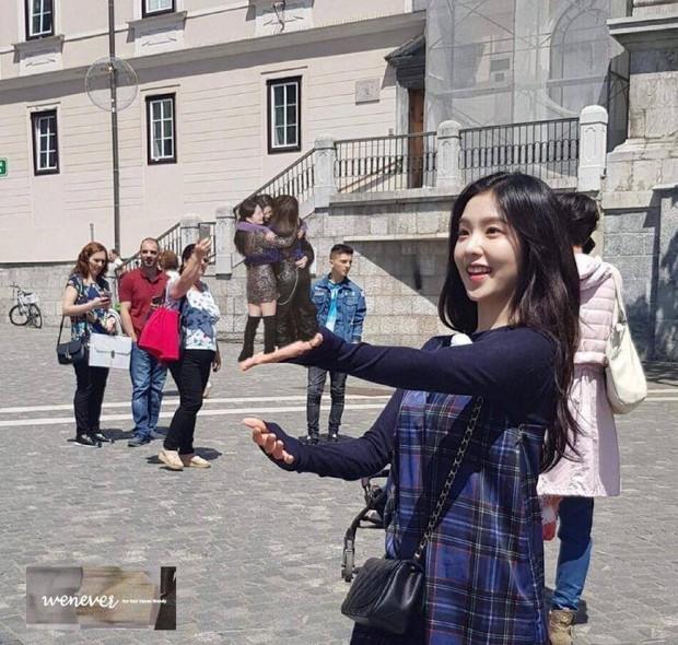 Red Velvet ôm nhau chụp ảnh thắm thiết mà thiếu chị cả Irene, đừng lo đã có fan ghép hộ đây rồi - Ảnh 7.