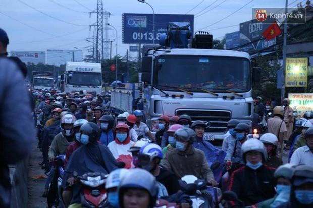 Vụ container tông hơn 20 xe máy: Chiếc xe gây tai nạn vẫn còn hạn kiểm định - Ảnh 3.