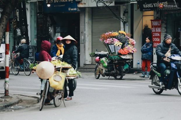Người Hà Nội, Sài Gòn co ro trong ngày đầu đi làm sau kỳ nghỉ Tết Dương lịch 2019 - Ảnh 6.