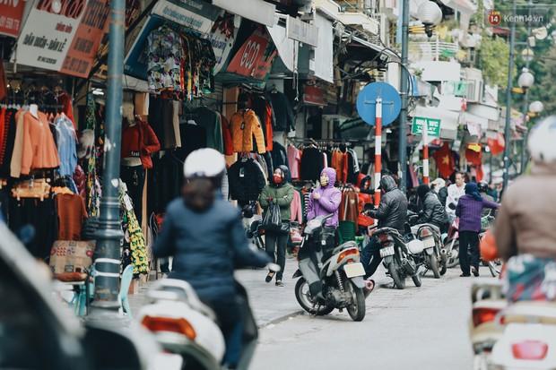 Người Hà Nội, Sài Gòn co ro trong ngày đầu đi làm sau kỳ nghỉ Tết Dương lịch 2019 - Ảnh 7.