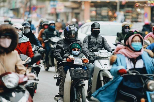 Người Hà Nội, Sài Gòn co ro trong ngày đầu đi làm sau kỳ nghỉ Tết Dương lịch 2019 - Ảnh 3.