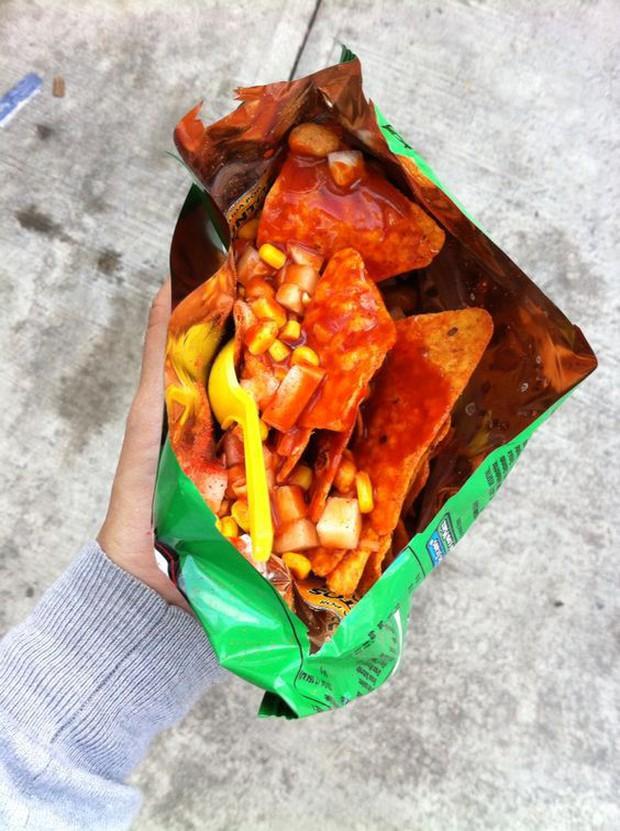 Mexico có món ăn vặt siêu hay ho dành cho các thánh ăn cay, trông từa tựa như bánh tráng trộn Việt Nam - Ảnh 5.