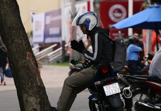 Người Hà Nội, Sài Gòn co ro trong ngày đầu đi làm sau kỳ nghỉ Tết Dương lịch 2019 - Ảnh 18.