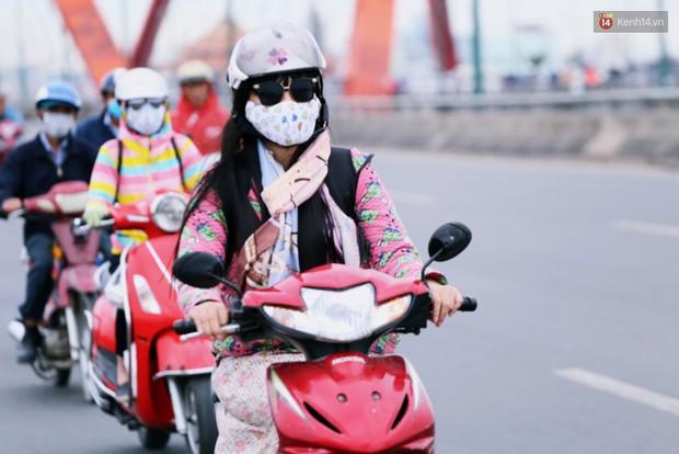 Người Hà Nội, Sài Gòn co ro trong ngày đầu đi làm sau kỳ nghỉ Tết Dương lịch 2019 - Ảnh 13.