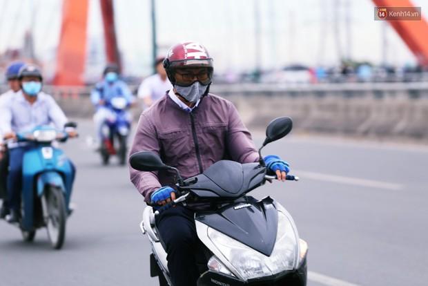 Người Hà Nội, Sài Gòn co ro trong ngày đầu đi làm sau kỳ nghỉ Tết Dương lịch 2019 - Ảnh 22.