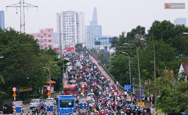Người Hà Nội, Sài Gòn co ro trong ngày đầu đi làm sau kỳ nghỉ Tết Dương lịch 2019 - Ảnh 8.