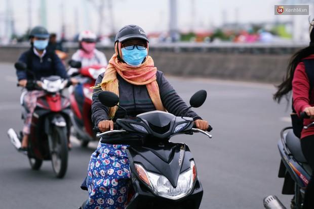 Người Hà Nội, Sài Gòn co ro trong ngày đầu đi làm sau kỳ nghỉ Tết Dương lịch 2019 - Ảnh 14.