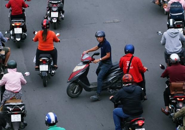 Người Hà Nội, Sài Gòn co ro trong ngày đầu đi làm sau kỳ nghỉ Tết Dương lịch 2019 - Ảnh 10.