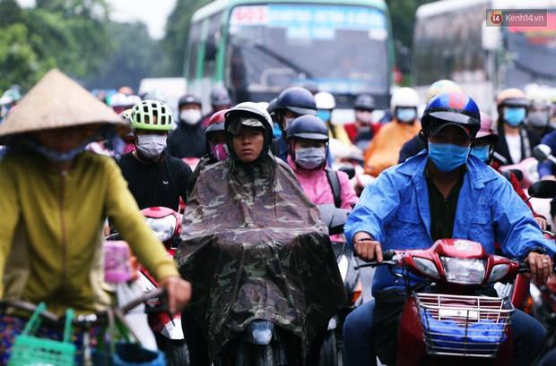 Người Hà Nội, Sài Gòn co ro trong ngày đầu đi làm sau kỳ nghỉ Tết Dương lịch 2019 - Ảnh 11.