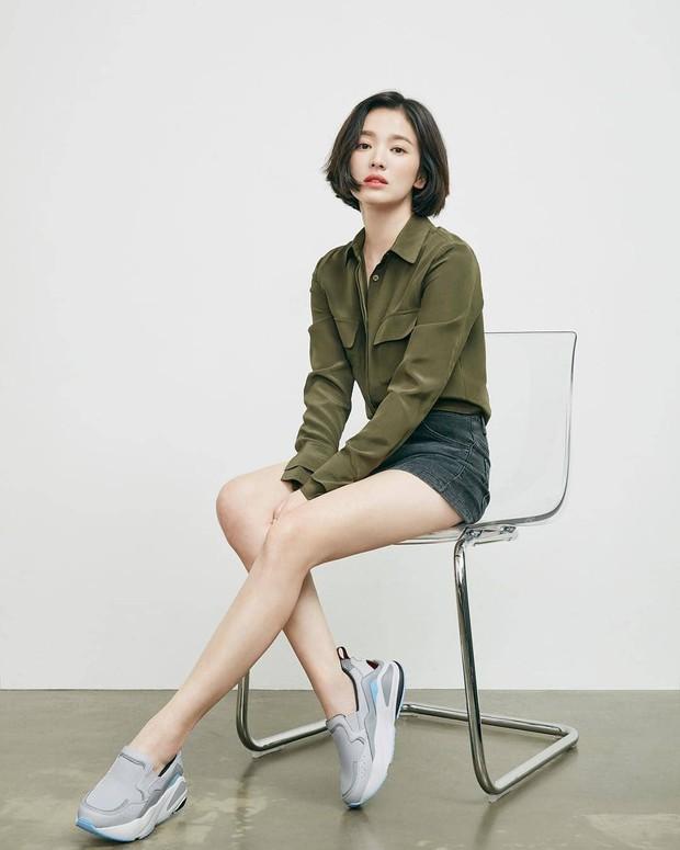 Bị chê photoshop quá đà, minh tinh Song Hye Kyo tung loạt ảnh hậu trường chứng minh body siêu nuột hậu giảm cân - Ảnh 2.