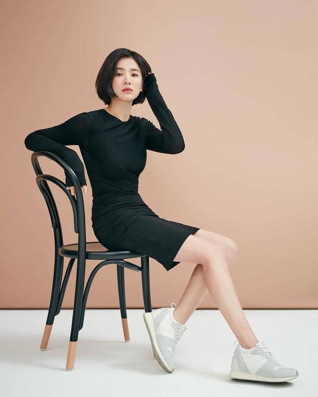 Bị chê photoshop quá đà, minh tinh Song Hye Kyo tung loạt ảnh hậu trường chứng minh body siêu nuột hậu giảm cân - Ảnh 1.