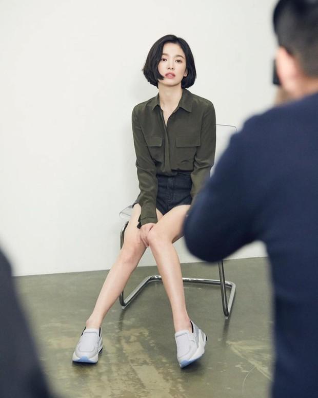 Bị chê photoshop quá đà, minh tinh Song Hye Kyo tung loạt ảnh hậu trường chứng minh body siêu nuột hậu giảm cân - Ảnh 6.