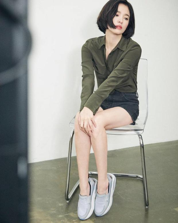 Bị chê photoshop quá đà, minh tinh Song Hye Kyo tung loạt ảnh hậu trường chứng minh body siêu nuột hậu giảm cân - Ảnh 4.