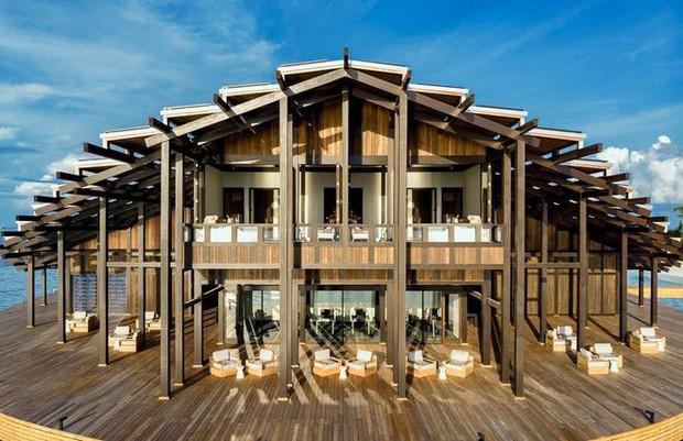 Tham quan khu nghỉ dưỡng xa hoa trên đảo nhân tạo với hệ thống pin Mặt Trời ngay trên mái nhà tại Maldives - Ảnh 3.