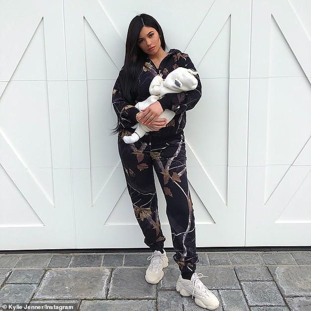 Top 10 bài đăng có lượng like khủng nhất Instagram 2018: Nửa số đó đều thuộc về một sao nữ xinh đẹp nóng bỏng! - Ảnh 3.