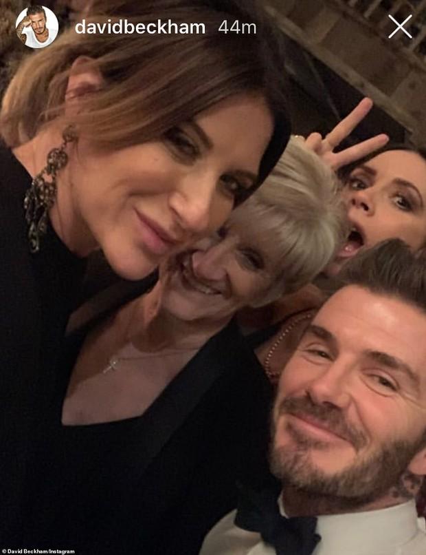 Mặc kệ dư luận ném đá, David Beckham lại khoe video hôn môi con gái Harper trong đêm giao thừa - Ảnh 6.