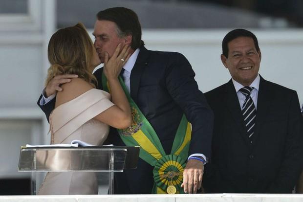 Đệ nhất phu nhân mới của Brazil: Từ bà mẹ đơn thân xinh đẹp đến mối tình sét đánh chênh nhau 25 tuổi - Ảnh 2.