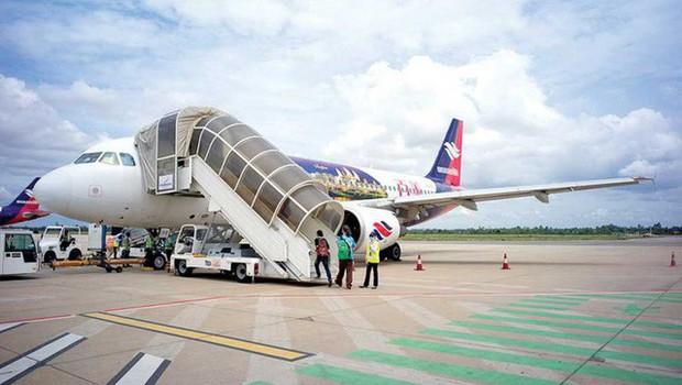 Đu càng máy bay đang cất cánh, người đàn ông Campuchia rơi xuống mặt đất tử vong - Ảnh 1.
