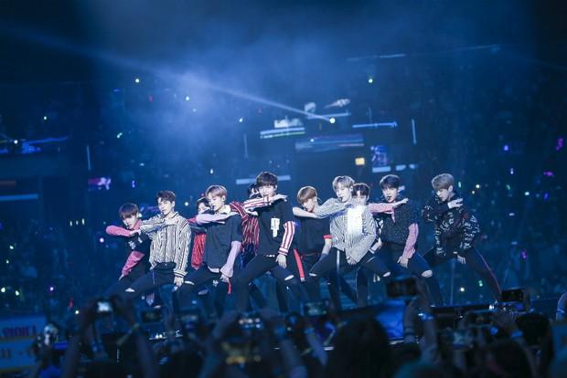 Tạm biệt Wanna One: Kỳ tích tựa chiếc đồng hồ phép màu đếm ngược 1 năm, rung chuyển cả châu Á bằng cả tấm lòng - Ảnh 3.
