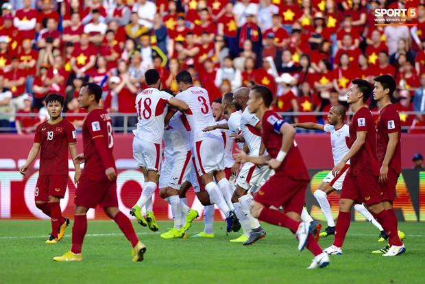 Đội tuyển Việt Nam và nỗi ám ảnh từ những quả đá phạt - Ảnh 1.