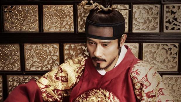 Mặc kệ cái bóng đàn anh Masquerade, The Crowned Clown của Yeo Jin Goo vẫn tỏa sáng trong lòng khán giả - Ảnh 1.