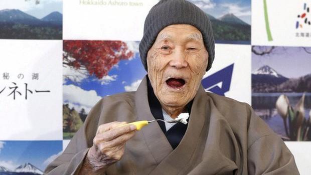 Người đàn ông thọ nhất thế giới qua đời ở tuổi 113 - Ảnh 1.