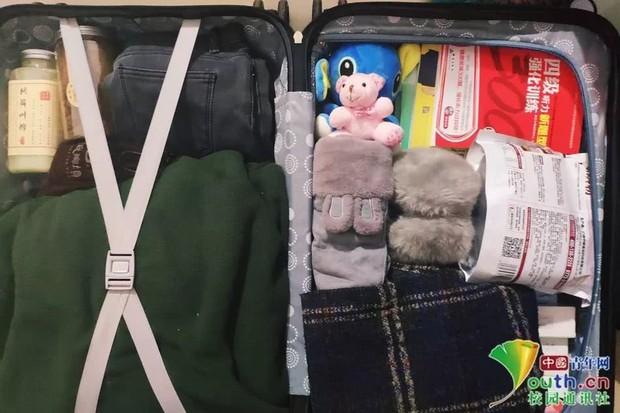 Chết cười với vali về quê của sinh viên: Mang một đống sách vở về học vì ngại đi chơi - Ảnh 14.