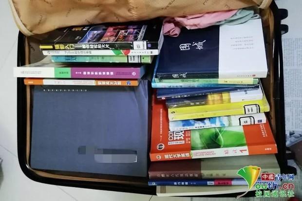 Chết cười với vali về quê của sinh viên: Mang một đống sách vở về học vì ngại đi chơi - Ảnh 10.