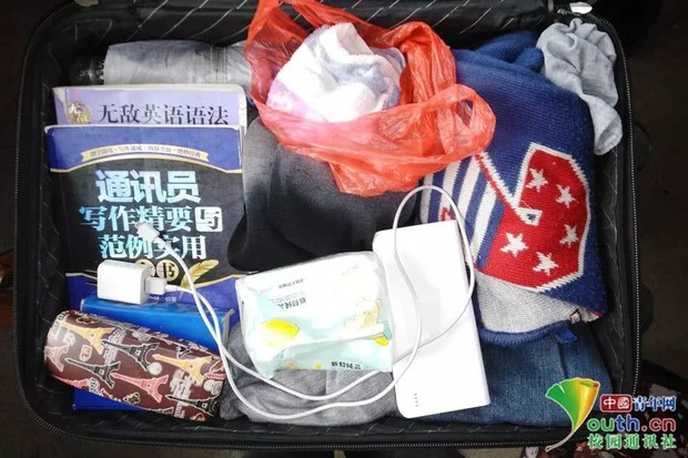 Chết cười với vali về quê của sinh viên: Mang một đống sách vở về học vì ngại đi chơi - Ảnh 9.