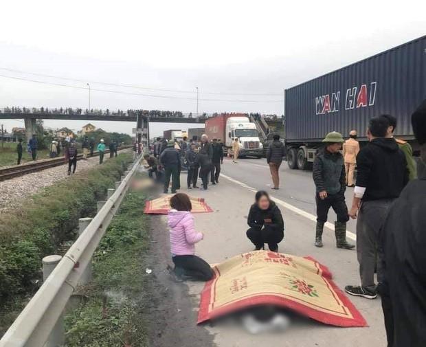 Hải Dương: Xe tải lao vào đoàn đi viếng nghĩa trang liệt sĩ, 8 người chết, 3 người bị thương nằm la liệt trên đường - Ảnh 4.