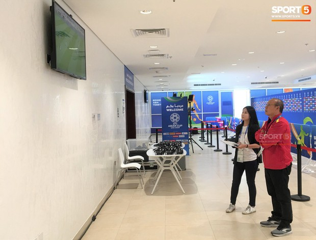 Không đi shopping cùng học trò, HLV Park Hang-seo lặng lẽ đi thăm dò đối thủ ở tứ kết Asian Cup 2019 - Ảnh 3.