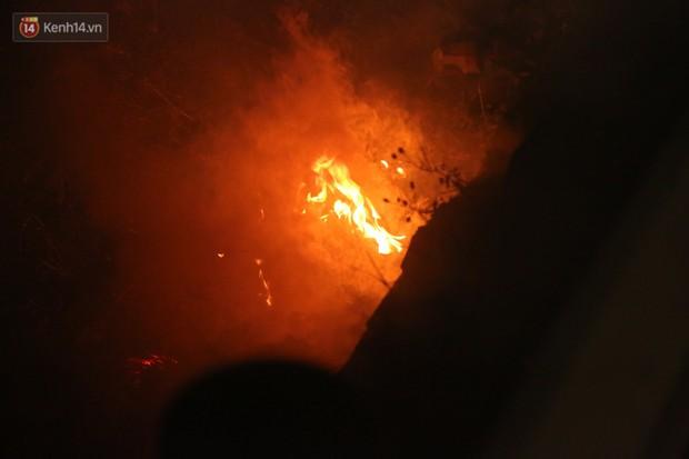 Xót xa cảnh khói hương nghi ngút nơi 8 người tử vong sau tai nạn kinh hoàng ở Hải Dương  - Ảnh 7.