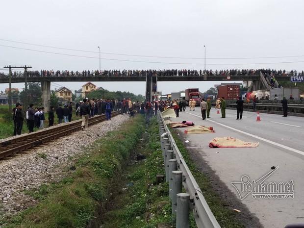 Ảnh, clip: Hiện trường vụ tai nạn kinh hoàng khiến 8 người tử vong ở Hải Dương - Ảnh 9.