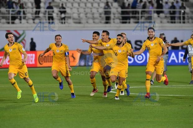 Đương kim vô địch Asian Cup đánh bại Uzbekistan sau loạt luân lưu nghẹt thở - Ảnh 2.
