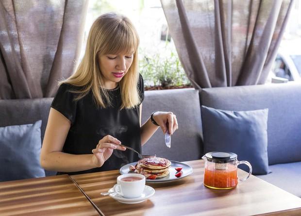 Con gái uống trà xanh cần né 4 thời điểm này để không gây ảnh hưởng xấu tới sức khỏe - Ảnh 3.