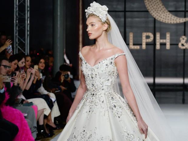 Lộ diện ứng viên váy cưới vạn người mê của năm 2019: đồ Haute Couture xa hoa khó cưỡng, có thể biến mọi cô dâu thành bà hoàng - Ảnh 4.