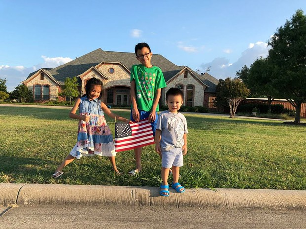 Gần 2 tuần nữa mới đến Tết Nguyên Đán, gia đình Hồng Ngọc đã quây quần gói bánh chưng sớm tại Mỹ - Ảnh 4.