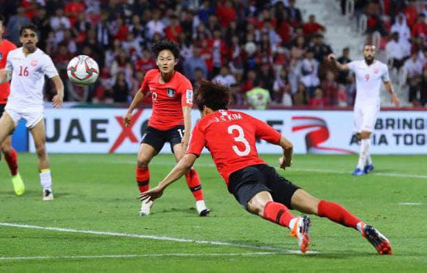 Cầu thủ đắt giá nhất châu Á nỗ lực cống hiến cho Hàn Quốc đến mức chảy cả máu vành tai - Ảnh 8.