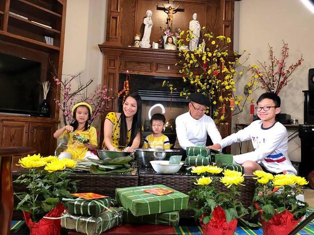 Gần 2 tuần nữa mới đến Tết Nguyên Đán, gia đình Hồng Ngọc đã quây quần gói bánh chưng sớm tại Mỹ - Ảnh 2.