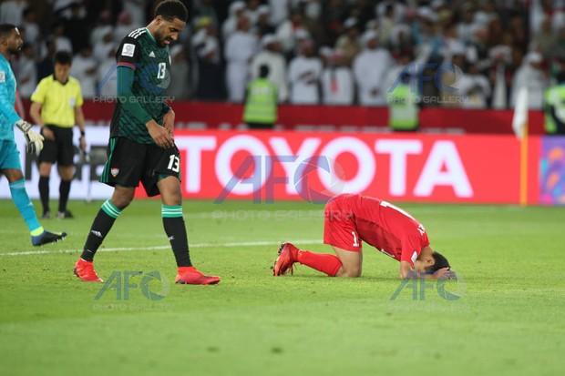 Chủ nhà UAE tiến vào tứ kết Asian Cup 2019 nhờ quả phạt đền gây tranh cãi - Ảnh 2.