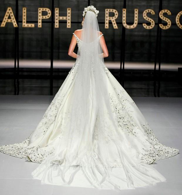Lộ diện ứng viên váy cưới vạn người mê của năm 2019: đồ Haute Couture xa hoa khó cưỡng, có thể biến mọi cô dâu thành bà hoàng - Ảnh 7.