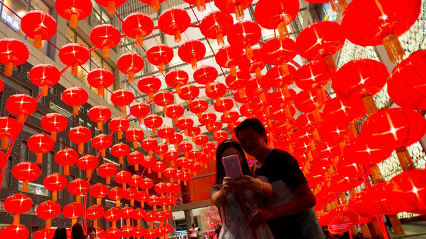 Công ty Trung Quốc cho nữ nhân viên độc thân nghỉ Tết thêm 8 ngày để tìm người yêu - Ảnh 1.