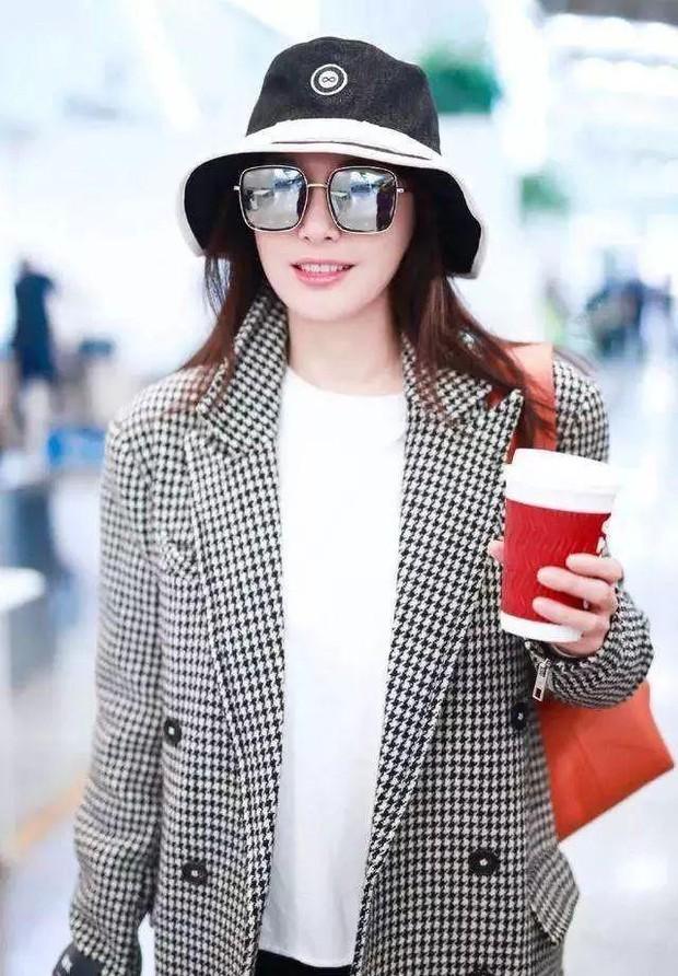 """Nỗi lòng của Tần Lam: Chuyên tằn tiện khi mua đồ giá rẻ nhưng lại sắm không tiếc tay cho đồ """"hack tuổi"""" này - Ảnh 2."""