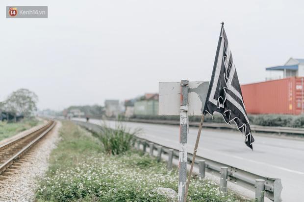 Tang thương bao trùm làng quê nơi 8 người tử vong dưới bánh xe tải, nhiều nhà chỉ cách nhau vài chục mét - Ảnh 1.