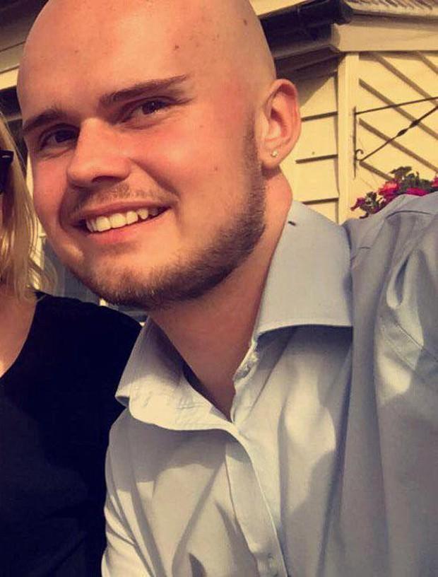Nam vlogger treo cổ tử tự trong phòng riêng sau khi bị mất điện thoại iPhone - Ảnh 2.